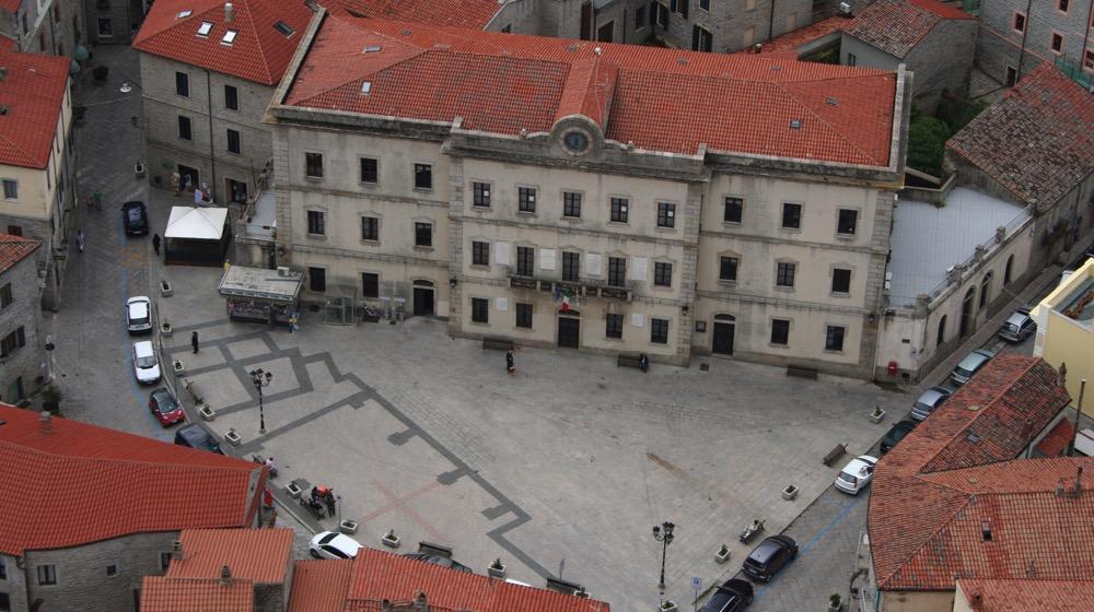 piazza gallura e municipio tempio pausania