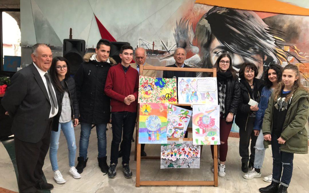 """Concorso """"Un Poster per la Pace"""": la premiazione inaugura la mostra dei lavori allo Spazio Faber"""
