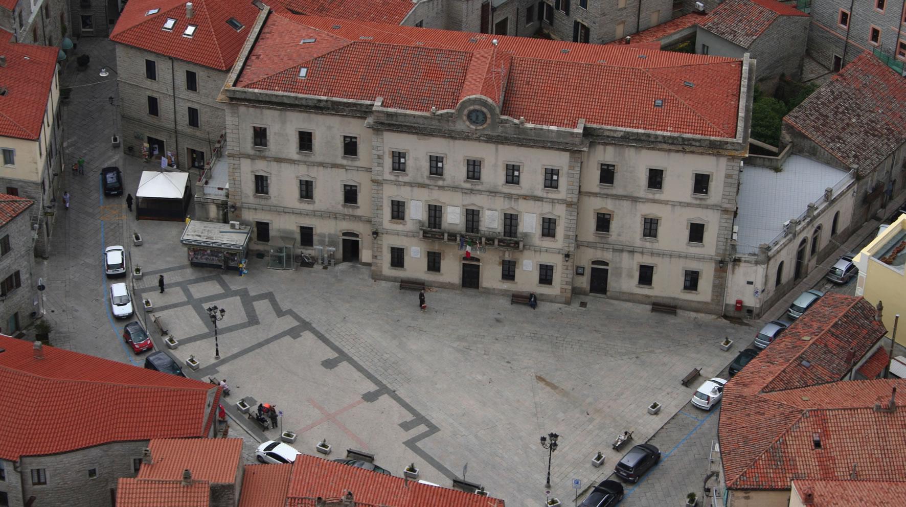 Piazza Gallura e Municipio